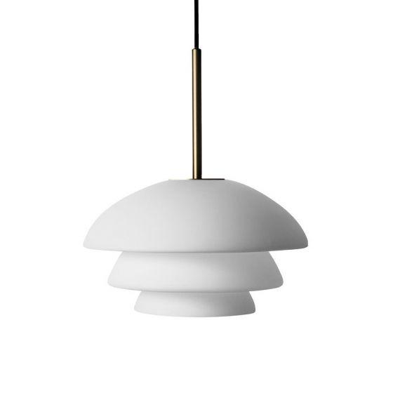 Arkivlampe 4006 small fra Hadeland Glassverk i hvit matt med messing oppheng