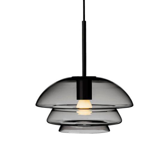 Arkivlampe 4006 small fra Hadeland Glassverk i røkgrå med sort oppheng