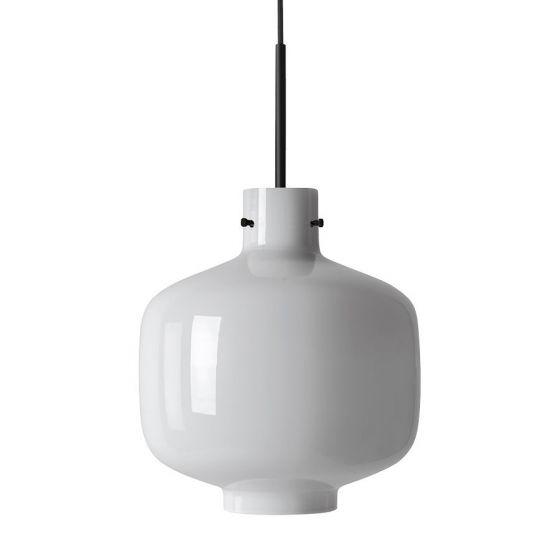 Arkivlampe 4180 fra Hadeland Glassverk i hvit opal med sort oppheng