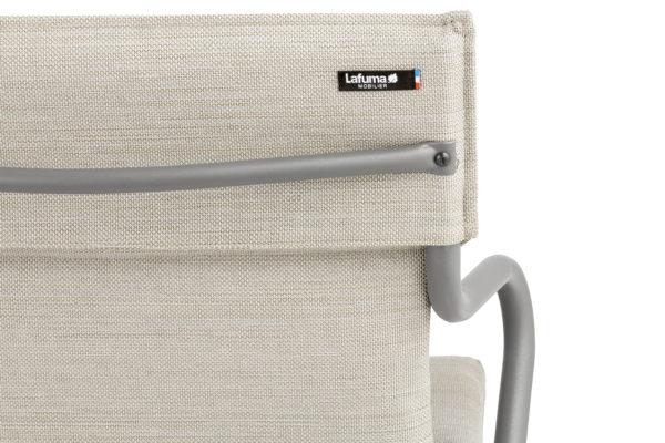 Ancone stol fra Lafuma. Polstret utestol i fargen latte. Detaljbilde