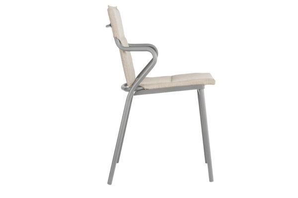 Ancone stol fra Lafuma. Polstret utestol i fargen latte. Fra siden