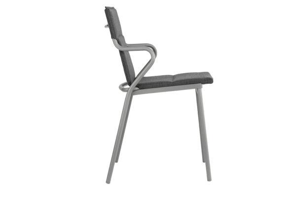 Ancone stol fra Lafuma. Polstret utestol i fargen onyx. Fra siden