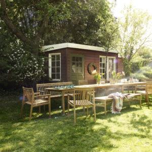 Miljøbilde av M2 Sammen Garden Chair. Hagebord i teak fra FDB Møbler