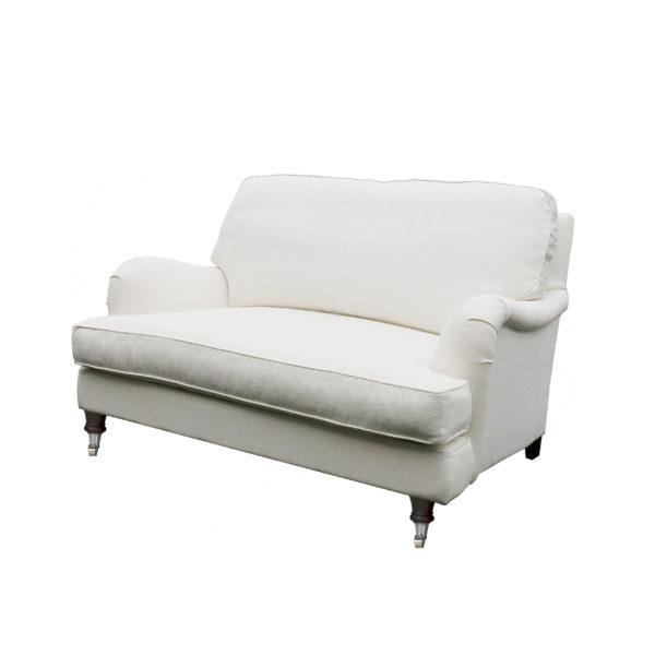 Howard Love Seat lenestol fra siden. Fra Englesson i hvitt.