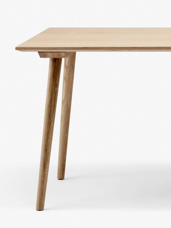In Between SK6 spisebord i eik fra danske &tradition