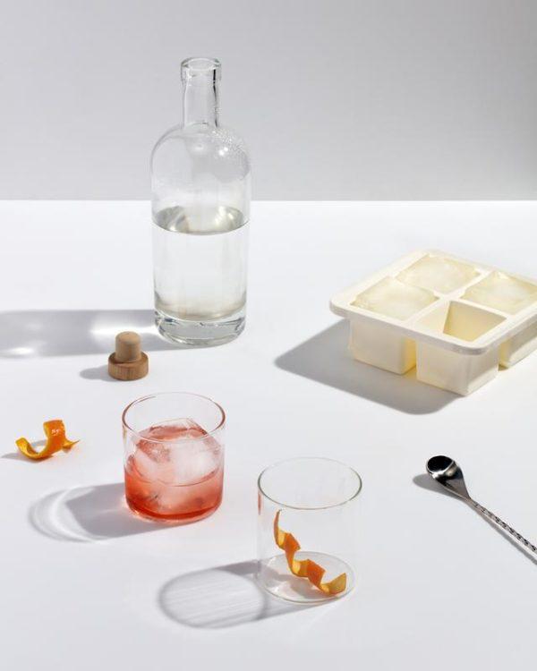 Miljøbilde av Extra Large Ice Cube Tray fra W&P Design