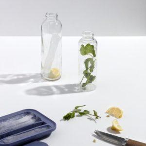 Miljøbilde av Water Bottle Ice Tray fra W&P Design