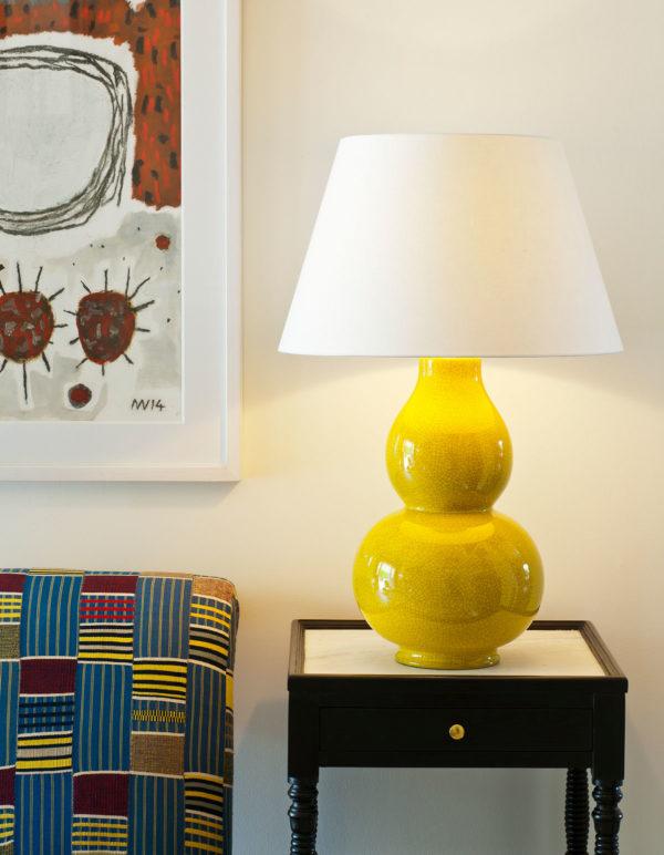 Avebury bordlampe i farge Mustard fra Vaughan Designs 2