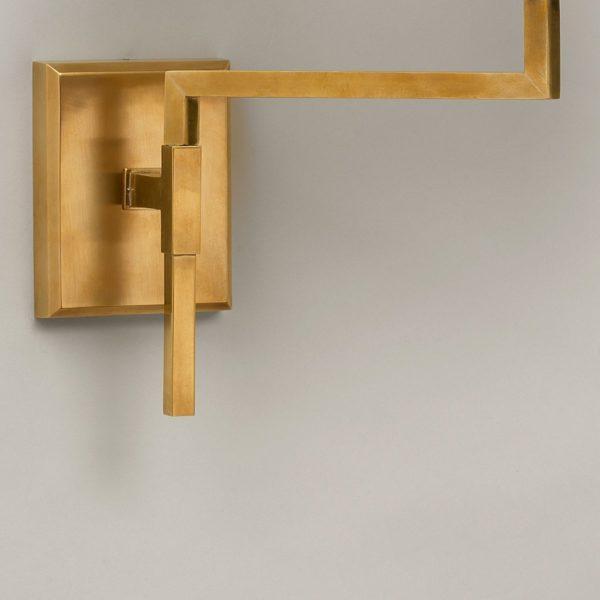 Knox Swing Arm vegglampe i messing fra Vaughan Designs